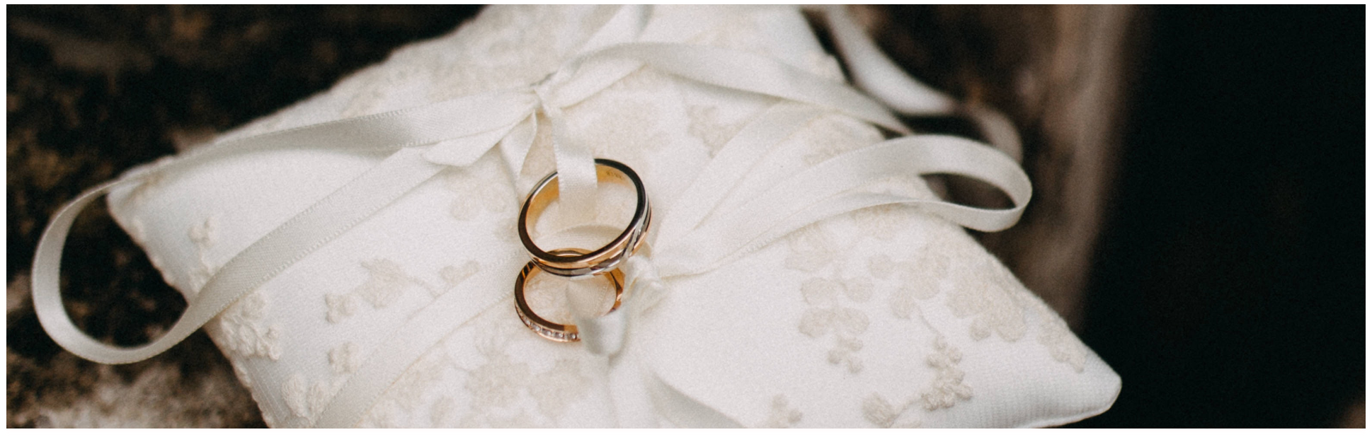 wedding rings with pillows